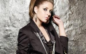 Esmee-Denters-Fashion-Woman-Singer