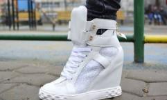 sneakers albi la reducere de black friday