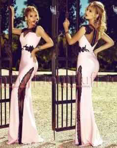 Rochie lunga dantela roz pudra