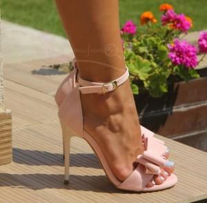 sandale roz pudra