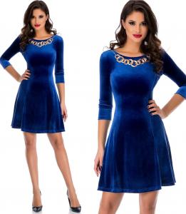 rochie din catifea albastra in clos