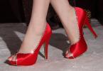 pantofi rosii pentru craciun si revelion