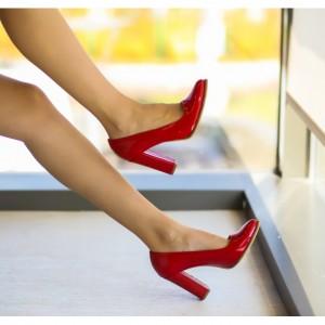Pantofi rosii pentru revelion