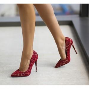 Pantofi rosii cu broderie