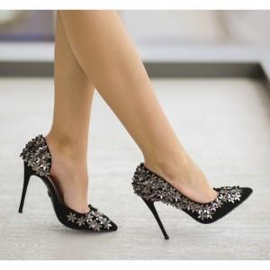 pantofi negrii cu stelute
