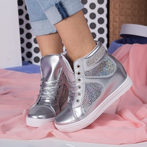 sneakers argintii comozi