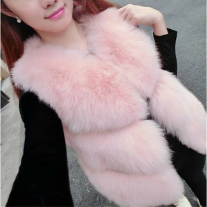 Vesta de blana roz de iarna
