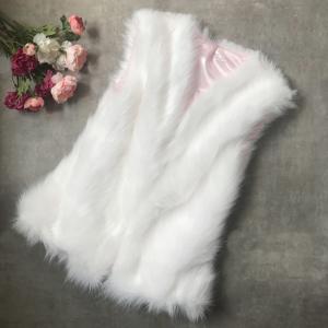 vesta de blana alba din material pufos