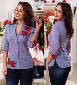 camasa albastra cu broderie rosie tip floare