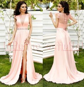 rochie lunga roz pal cu crapatura pe picior