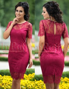rochie banchet cu broderie ciclam
