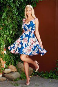 rochie in clos albastra cu imprimeuri